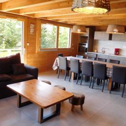 Appartement grande capacité Le Krissyann - chalet neuf La Toussuire en Savoie - domaine skiable Les Sybelles - pièce de vie  - Location de vacances - La Toussuire