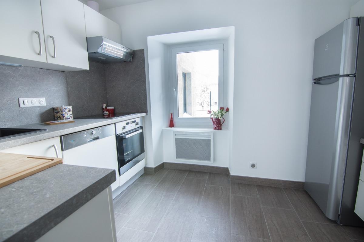 Cuisine avec un grand frigo et congélateur - Location de vacances - Valloire