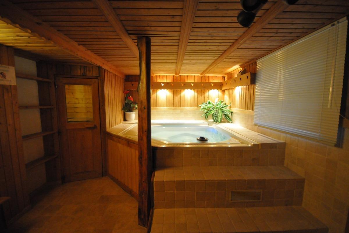 Salle Sauna et Spa. Double douche, toilettes - Location de vacances - Longefoy Plagne Montalbert