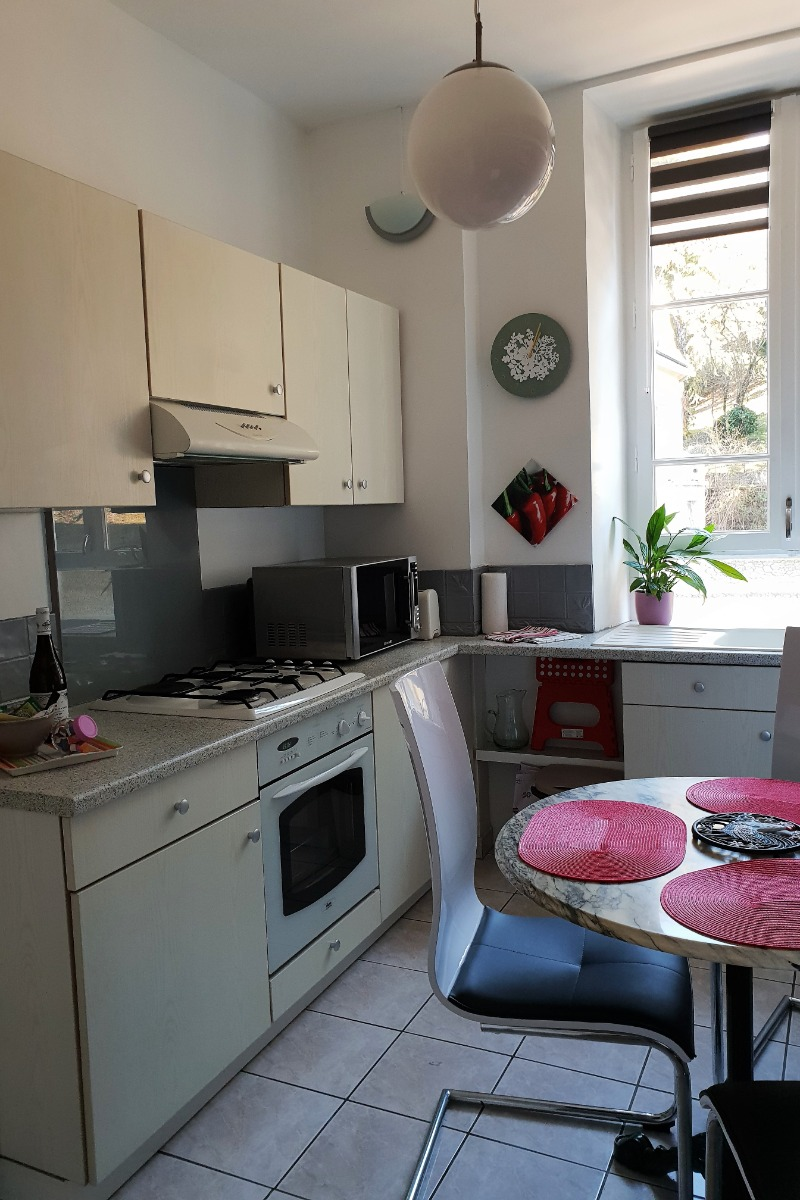 La cuisine, vue d'ensemble - Location de vacances - Aix-les-Bains