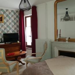 La pièce de vie : AU JULLIARD, Studio de charme au coeur du centre ville d'Aix les Bains en Savoie pour 2 personnes - Wifi gratuit - Location de vacances - Aix-les-Bains