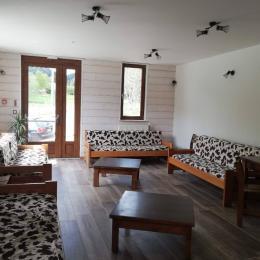 Salon commun aux studios /location studios à La Féclaz Location studios meublés à La Féclaz de 2 à 6 personnes. - Location de vacances - La Féclaz