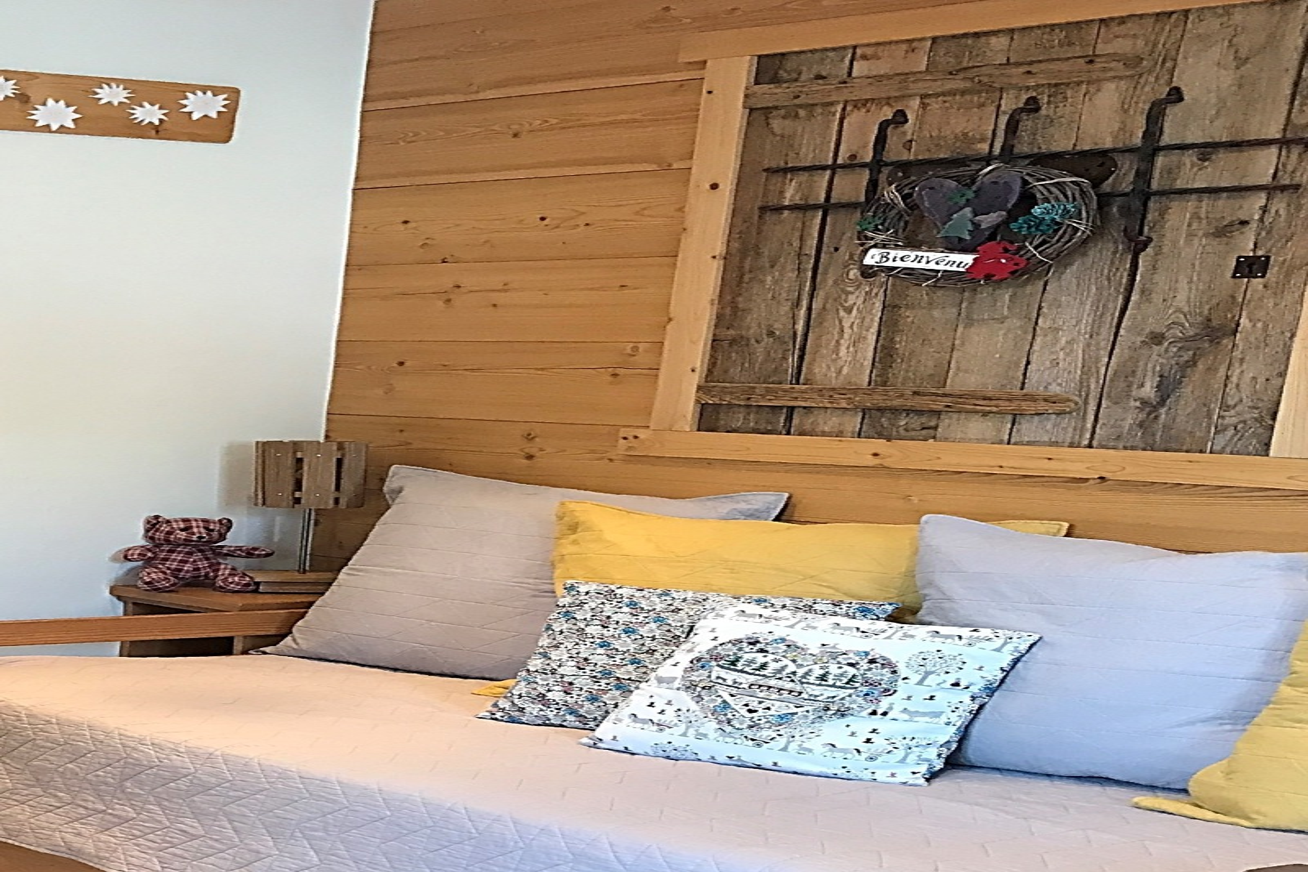 Terrasse aménagée avec barbecue, coin repas, parasol. Tout l'espace extérieur est privatif et clôturé. - Location de vacances - Valloire
