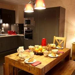 chalet Adrien à Valloire cuisine et coin repas - Location de vacances - Valloire
