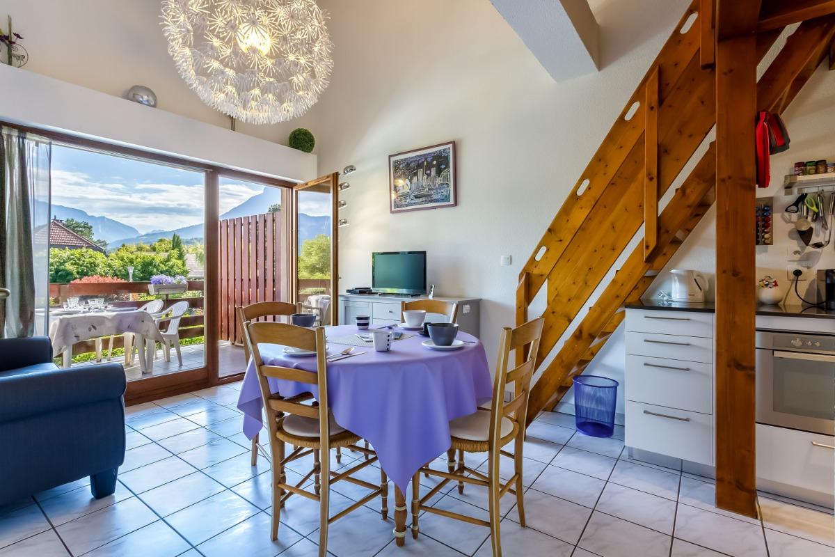 Pièce à vivre, balcon attenant - Location de vacances - Saint-Jorioz