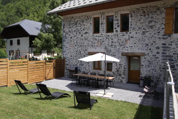 Entrée, cour et jardin prvé - Location de vacances - Faverges-Seythenex
