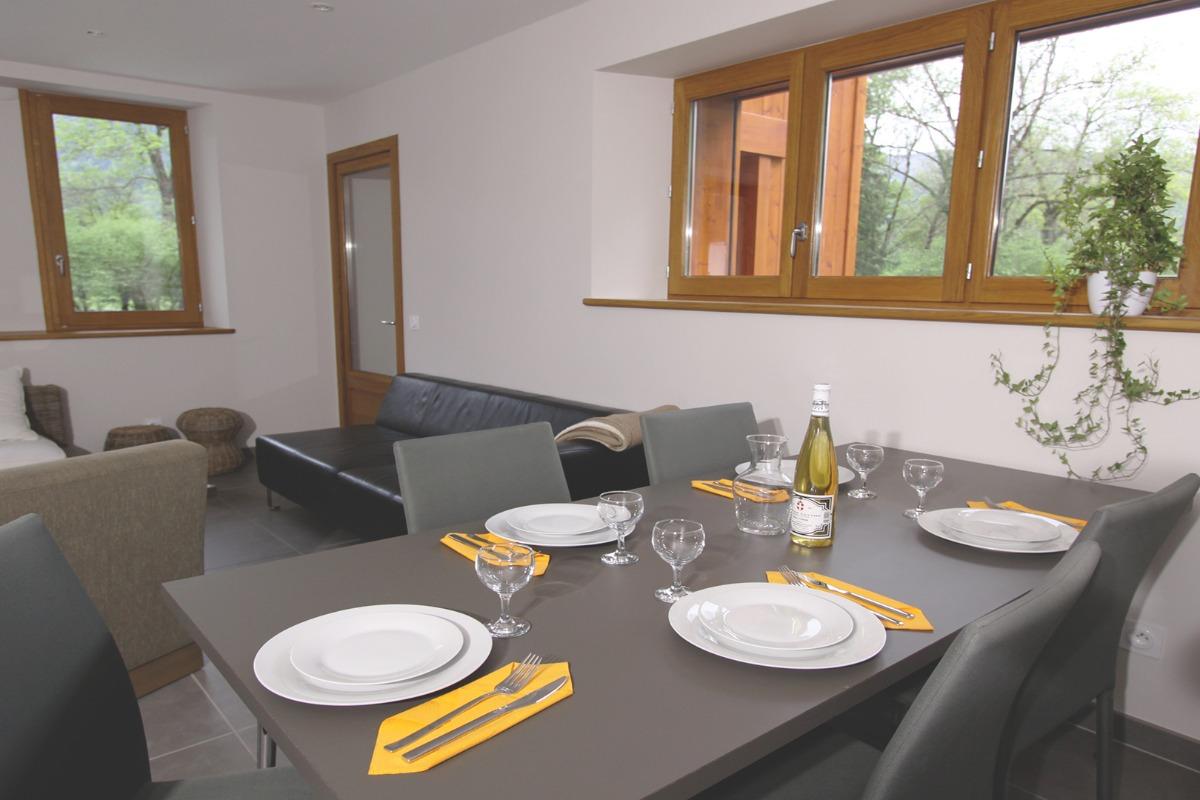 Séjour et salle à manger - Location de vacances - Faverges-Seythenex