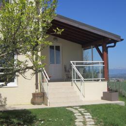 Appartement dans maison cadre magnifique dans la campagne savoyarde (L'entrée) - Location de vacances - Mésigny