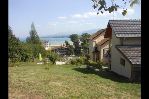 jardin avec vue sur le lac, la plage et les montagnes - Chambre d'hôtes - Excenevex