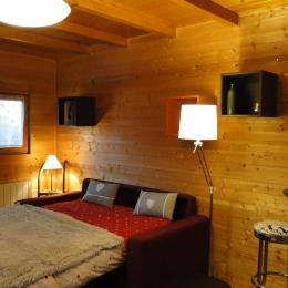 Canapé lit ouvert, se replie avec draps et couette pour la journée - Location de vacances - Amancy