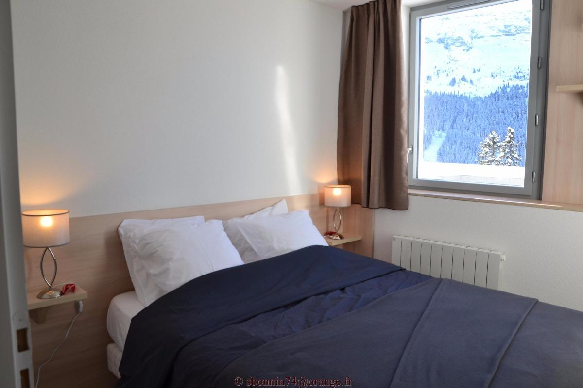 logement 2 chambres wi fi draps serviettes m nage wc s par s location vacances ar ches la. Black Bedroom Furniture Sets. Home Design Ideas