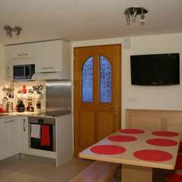 La pièce principale avec canapé - Location de vacances - Saint-Jorioz