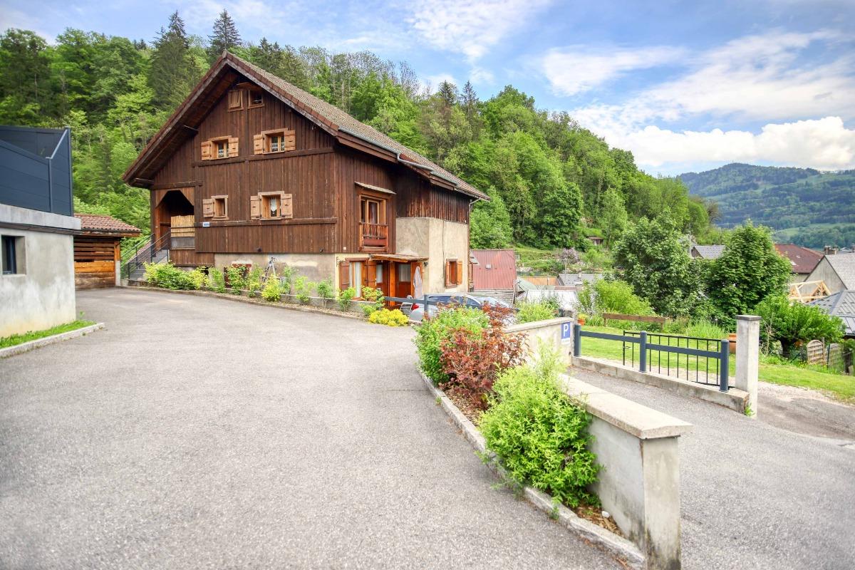 Gite Le Relais dans une ancienne maison de village proche des Gets,Morzine,Genève et Annecy - Location de vacances - Taninges