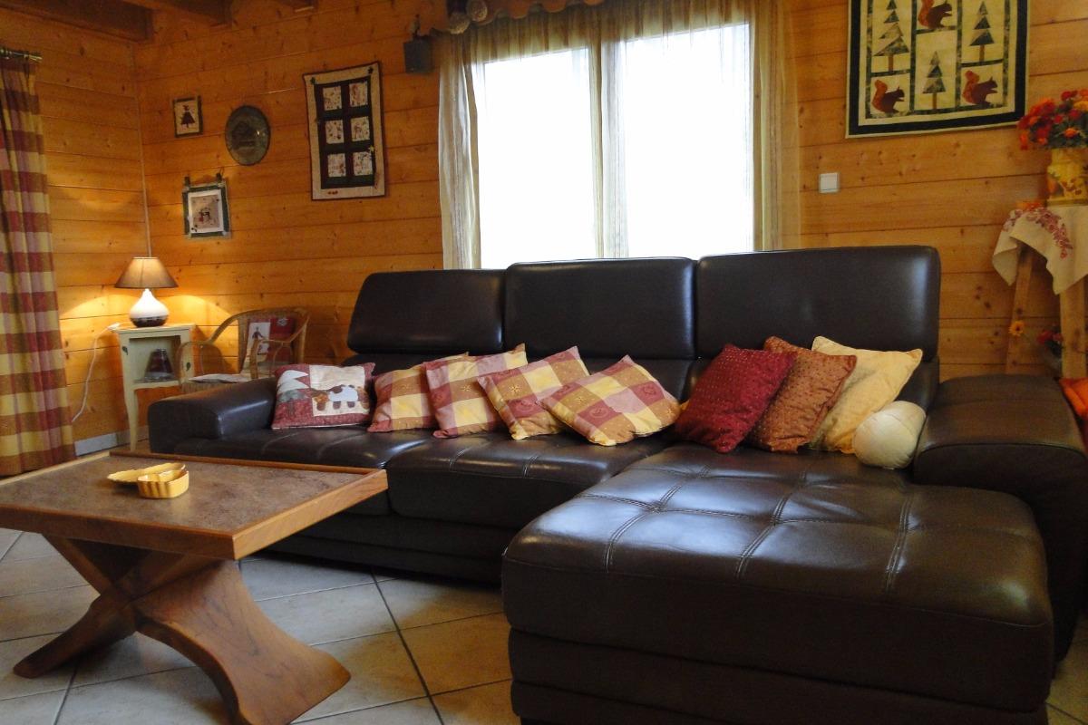 Location chalet à Thollon les Mémises - vue Lac Léman - Haute Savoie - coin salon - Location de vacances - Thollon-les-Mémises