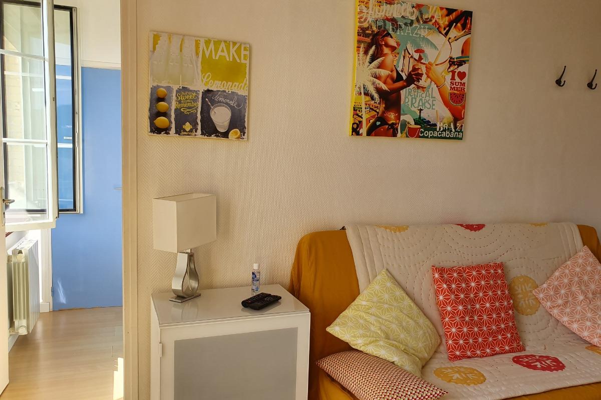 Le coin salon avec canapé clic-clac - Location de vacances - Veules-les-Roses