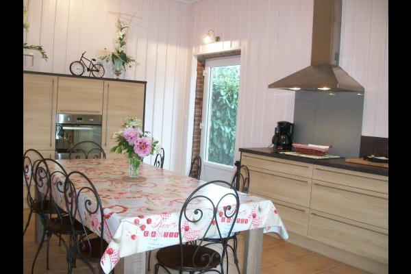 Le séjour avec accès direct à la terrasse - Location de vacances - Ypreville-Biville