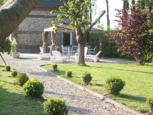 Le jardin du Clos de la Roseraie - Location de vacances - Ypreville-Biville