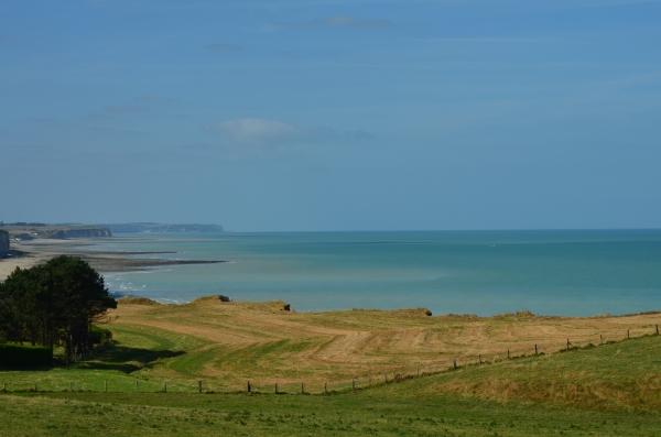 Vue sur la campagne, la mer et les falaises de la maison