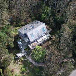 La maison est en haut de l'escalier dans les bois :) - Location de vacances - Saint-Léonard