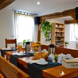 La salle du petit-déjeuner - Chambre d'hôtes - Saint-Maclou-de-Folleville