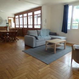 Le salon avec canapé lit convertible - Location de vacances - Étretat