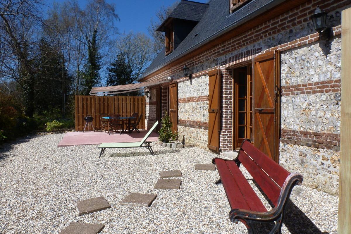 Terrasse ombragée-plein sud pour profiter du calme et la sérénité des lieux - Location de vacances - Bec-de-Mortagne