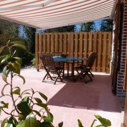 Terrasse plein sud et barbecue, transats - Location de vacances - Bec-de-Mortagne