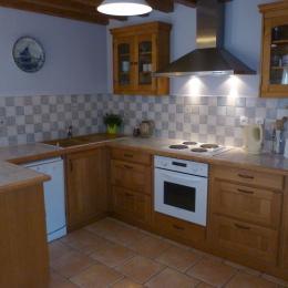 La cuisine bien équipée réfrigérateur-congélateur, lave-vaisselle - Location de vacances - Bec-de-Mortagne