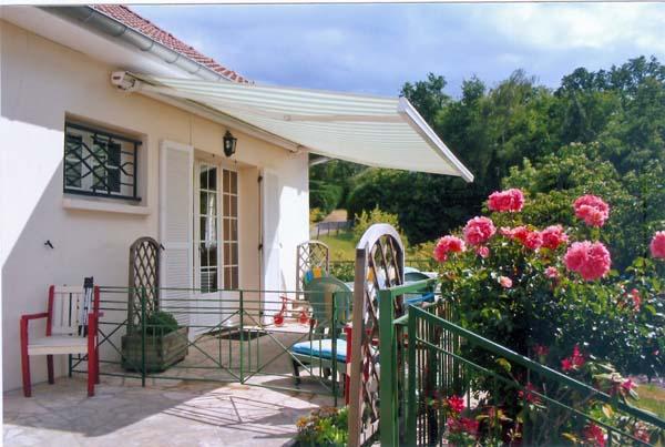 bienvenue sur la terrasse du gîte Bazemont Vacances - Location de vacances - Bazemont
