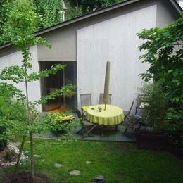 terrasse indépendante  dans un jardin  - Location de vacances - La Celle-Saint-Cloud