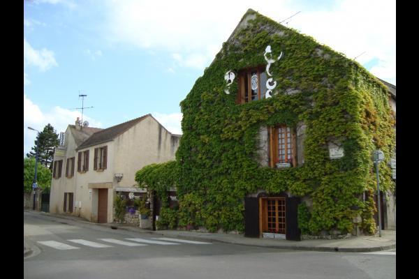 Carrefour - Location de vacances - Épône