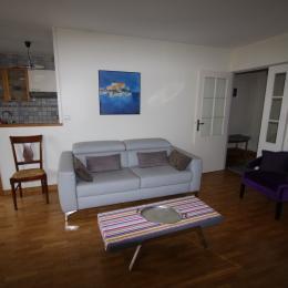 Espace salon donnant sur cuisine ouverte - Location de vacances - Maisons-Laffitte