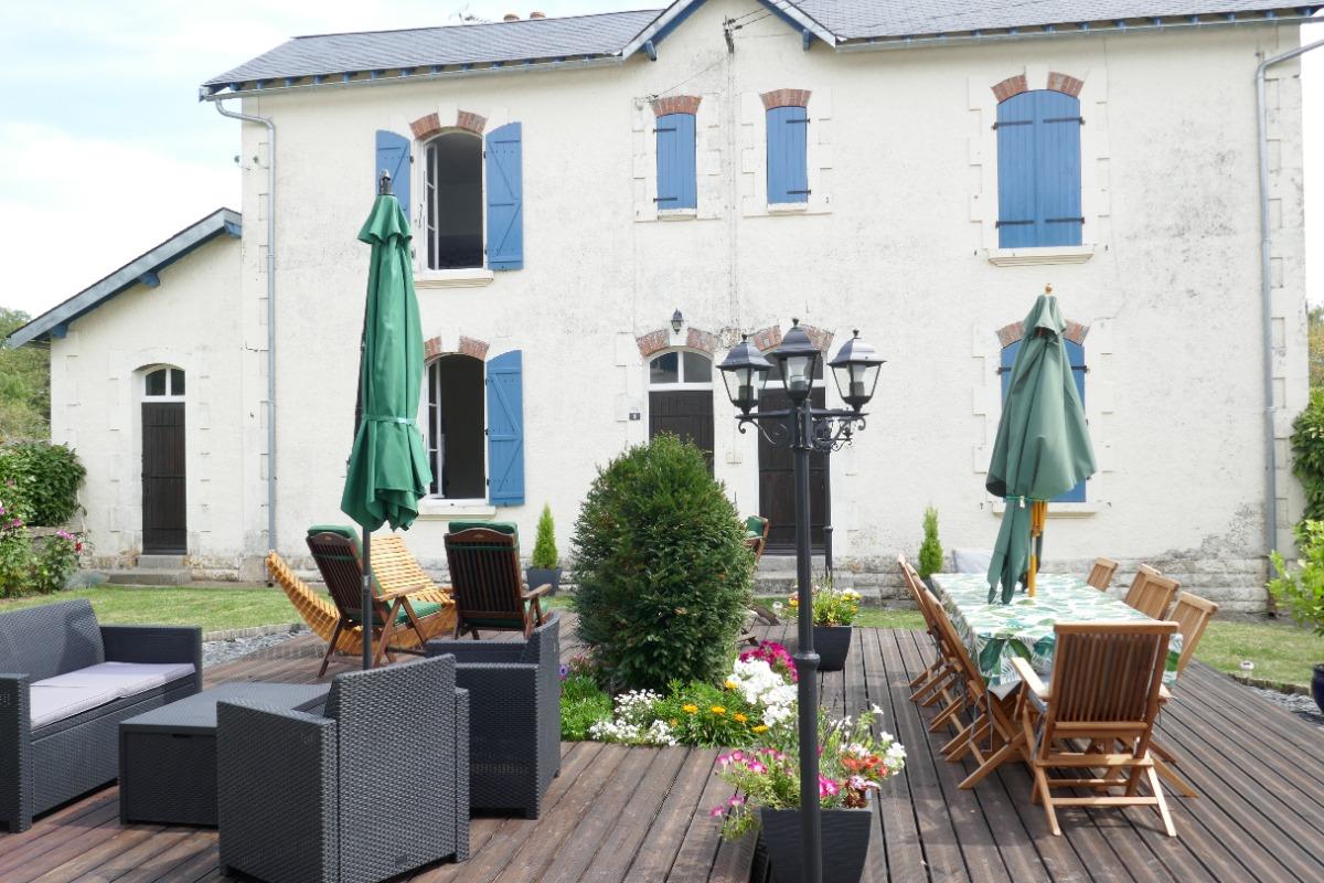 Le gîte est mitoyen : partie gauche de l'édifice - Location de vacances - La Chapelle-Thireuil