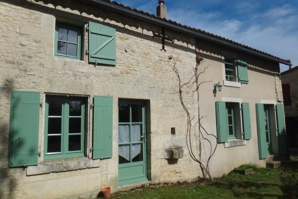 Maison dans le bourg de Magné - Location de vacances - Magné