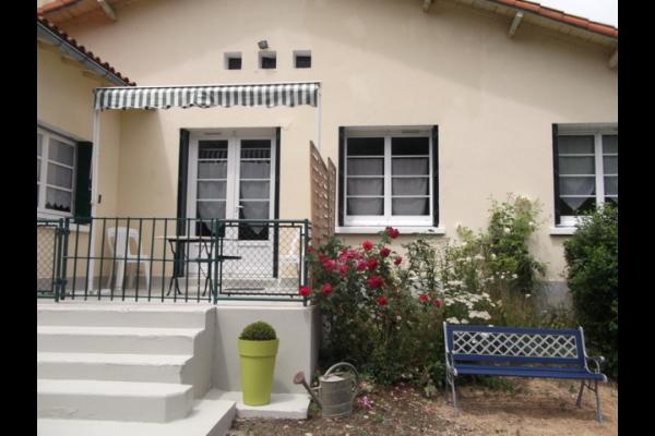Maison avec terrasse qui peut être fermée/sécurisée - Location de vacances - Magné