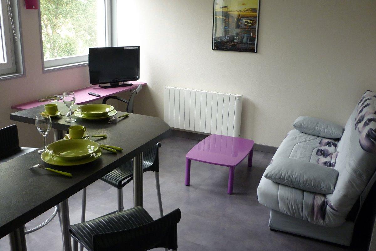 Cuisine / salon - Location de vacances - Bessines