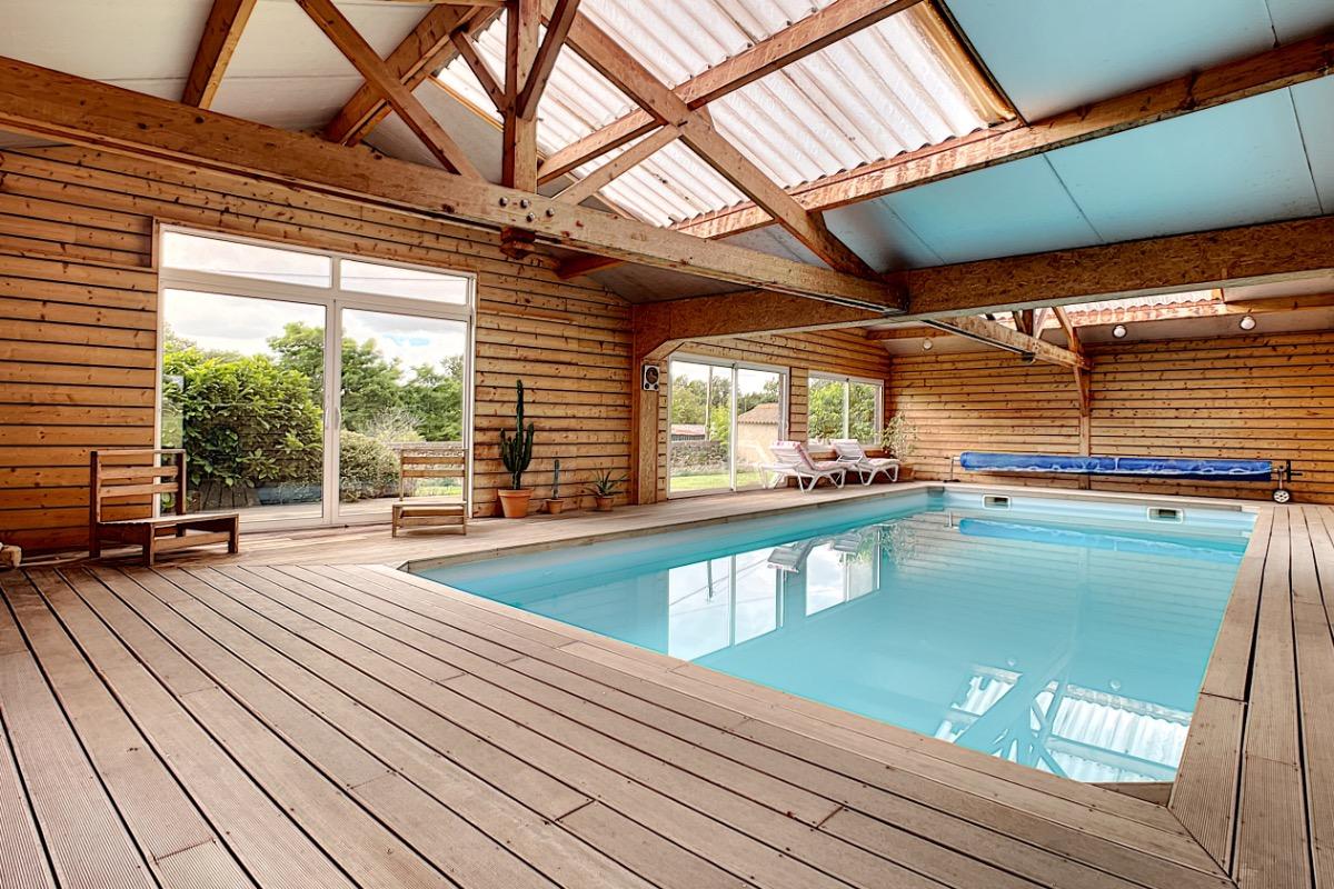Gite rural en pleine nature avec piscine couverte chauff e proche puy du fou location de - Gite dans les landes avec piscine ...