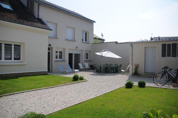Gite Boucle de Meuse -  Glaire - La maison et son jardin - Location de vacances - Glaire