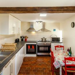 Salon avec cheminée - gîte de groupes Charbogne - Location de vacances - Charbogne