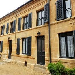 Façade accueillante - Location de vacances - Saint-Marcel