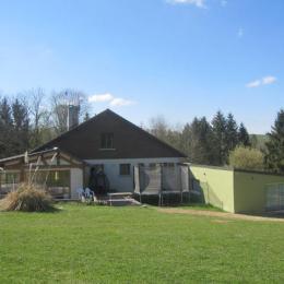 coté véranda et trampoline - Location de vacances - Saint-Pierremont