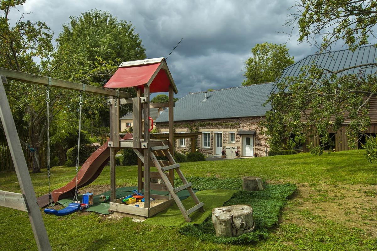 Le Cottage Abel, gîte familial avec cheminée dans les Ardennes - jeux pour enfants extérieurs - Location de vacances - Rubigny