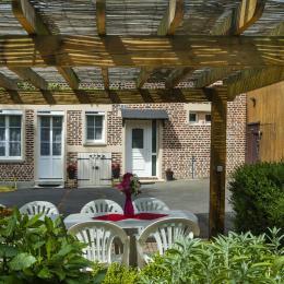 Le Cottage Abel, gîte familial avec cheminée dans les Ardennes - La pergola - Location de vacances - Rubigny
