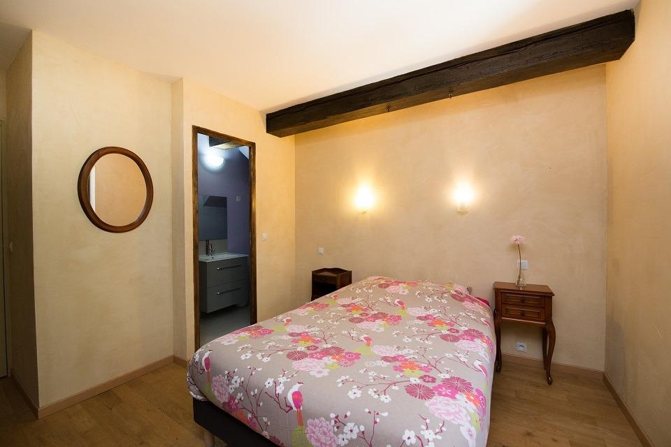 Petit salon dans la chambre 7 au 1er étage - gîte du pont Château de Charbogne