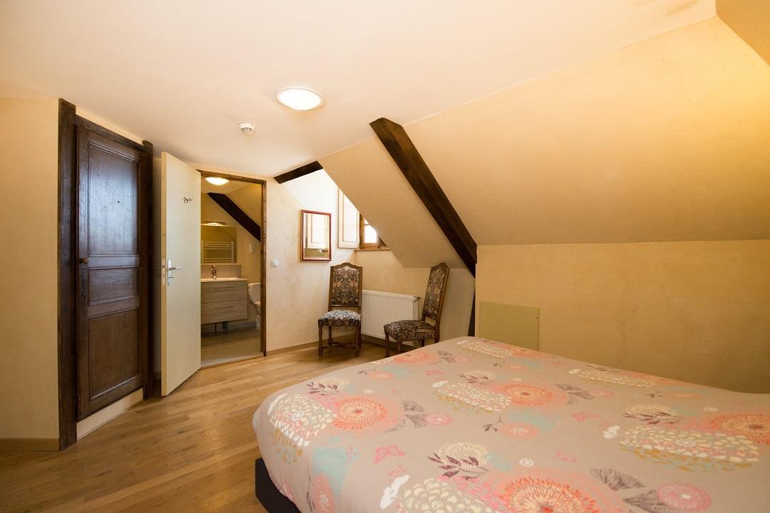Chambre 10 au 2e étage - gîte du pont Château de Charbogne