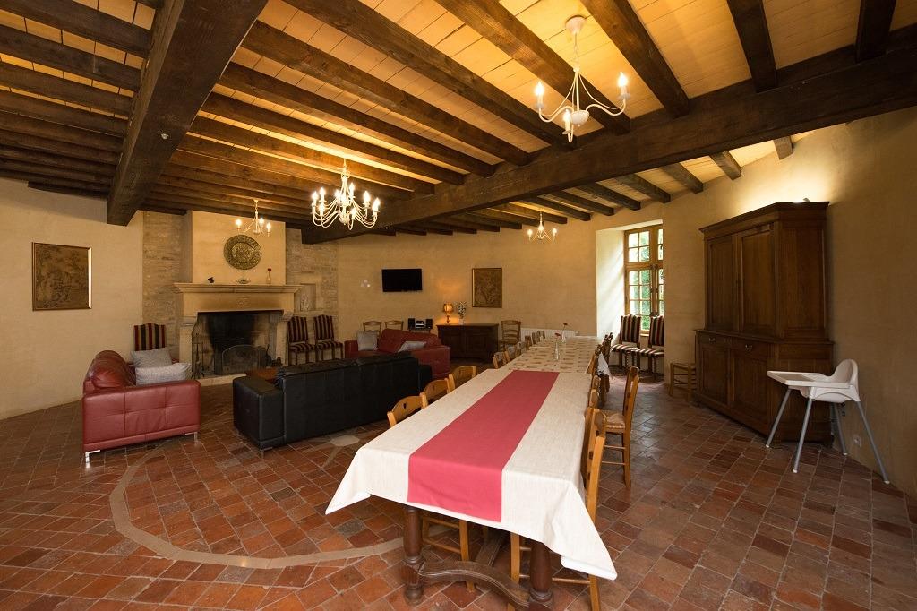 La salle  manger - Location de vacances - Charbogne