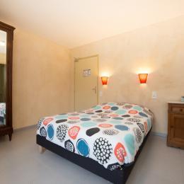 Chambre 1 au rez-de-chaussée - Location de vacances - Charbogne