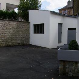 cour extérieure avec garage - Location de vacances - Sedan