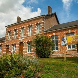 Eglise et Halle - Location de vacances - Saint-Jean-aux-Bois