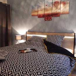 Gîte Lucien - chambre lit double - Location de vacances - Juniville
